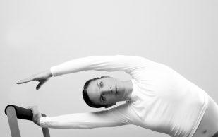 Для тех, кто много сидит: 5 упражнений, чтобы не угробить осанку окончательно