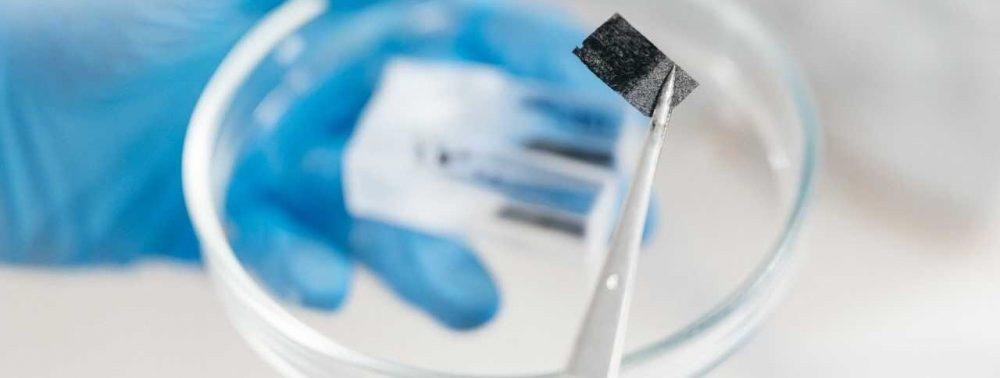 Ученые представили уникальный материал для костных имплантатов
