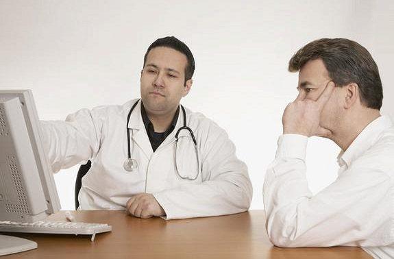 Онкологи назвали сигналы о появлении рака позвоночника