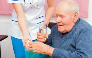 Повышенная тревожность у пожилых людей может привести к переломам костей