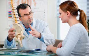 Мануальный терапевт объяснил, в чем причина хруста суставов