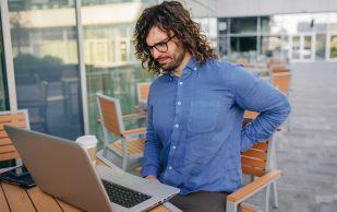 5 вредных привычек, из-за которых болит спина