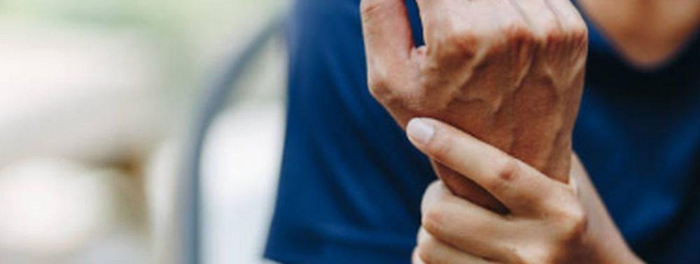 Кардиолог Хорошев объяснил, почему в непогоду ломит суставы